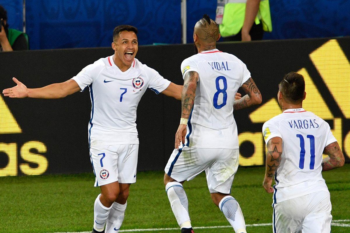 Chile vence 2-0 a Camerún en su debut de Copa Confederaciones
