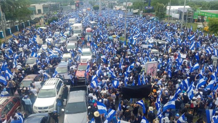 Multitud marcha en Nicaragua contra el gobierno de Daniel Ortega. (Foto: Cortesía El Nuevo Diario)