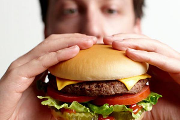 Muchas hamburguesas contienen grasas trans, que son malas para el organismo.
