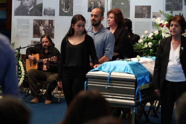 """Juan Salvador Galich (izquierda), le dedica la canción """"Paz"""" a su padre Luis Galich. (Foto Prensa Libre: Carlos Hernández)"""