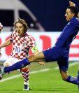 Luka Modric fue pieza clave para los croatas en el duelo de ida del repechaje. (Foto Prensa Libre: AFP)