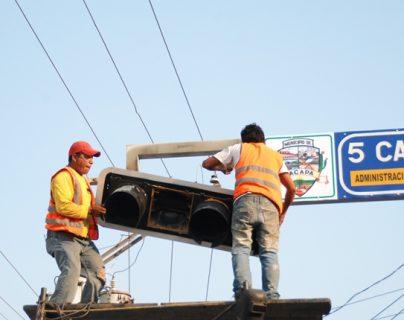Casi una década que las señalizaciones no reciben mantenimiento en la cabecera de Zacapa. (Foto Prensa Libre: Víctor Gómez)
