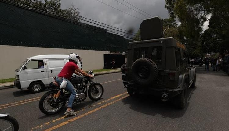 La congresista de origen guatemalteco, Norma Torres, se sumó al pedido por el uso de los jeep J8. (Foto Prensa Libre: AP)
