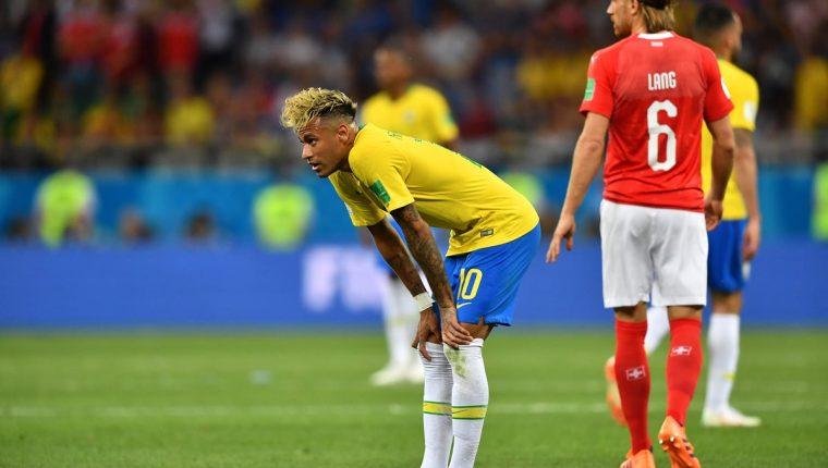 Brasil y Neymar no cumplieron con las expectativas en su debut mundialista. (Foto Prensa Libre: AFP)