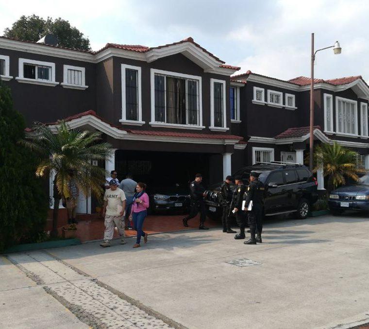 Los operativos se efectuaron en el residencial Las Victorias, ubicado en Palín, Escuintla. (Foto Prensa Libre: Cortesía PNC)