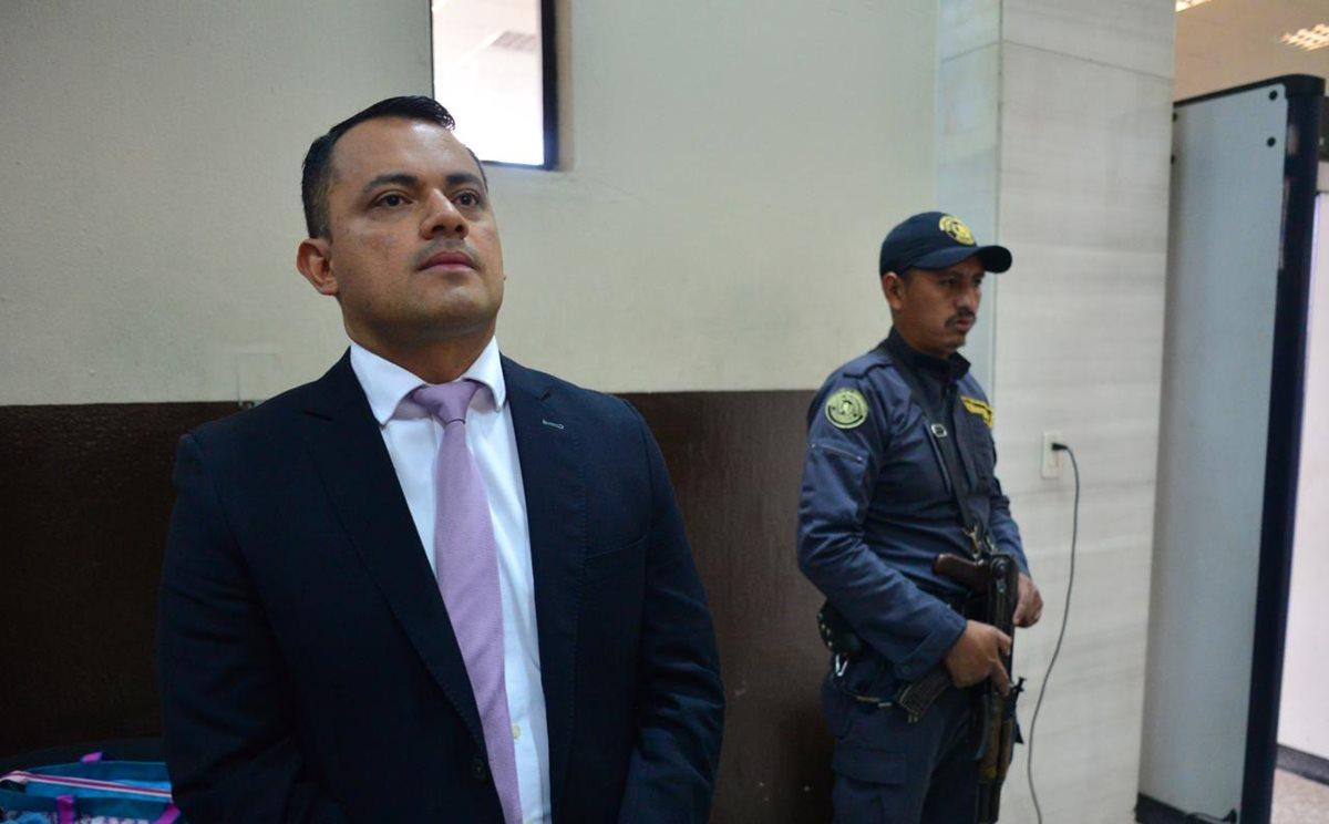 Stu Velasco, exsubdirector de Investigación Criminal de la Policía Nacional Civil, volvió a la Torre de Tribunales. (Foto Prensa Libre: Erick Ávila)