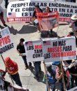 Representantes y propietarios de negocios de encomiendas protestaron ayer.