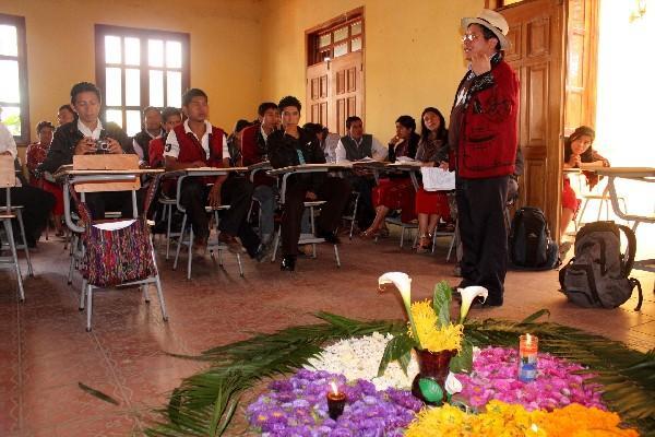 Desde el 2011 funciona, en Nebaj, Quiché,  la Universidad Ixil, que  forma a    líderes para  que trabajen por  sus comunidades.