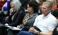 Los rusos Anastasia, Irina e Igor Bitkov escuchan la sentencia del Tribunal. (Foto Prensa Libre: Carlos Hernández)