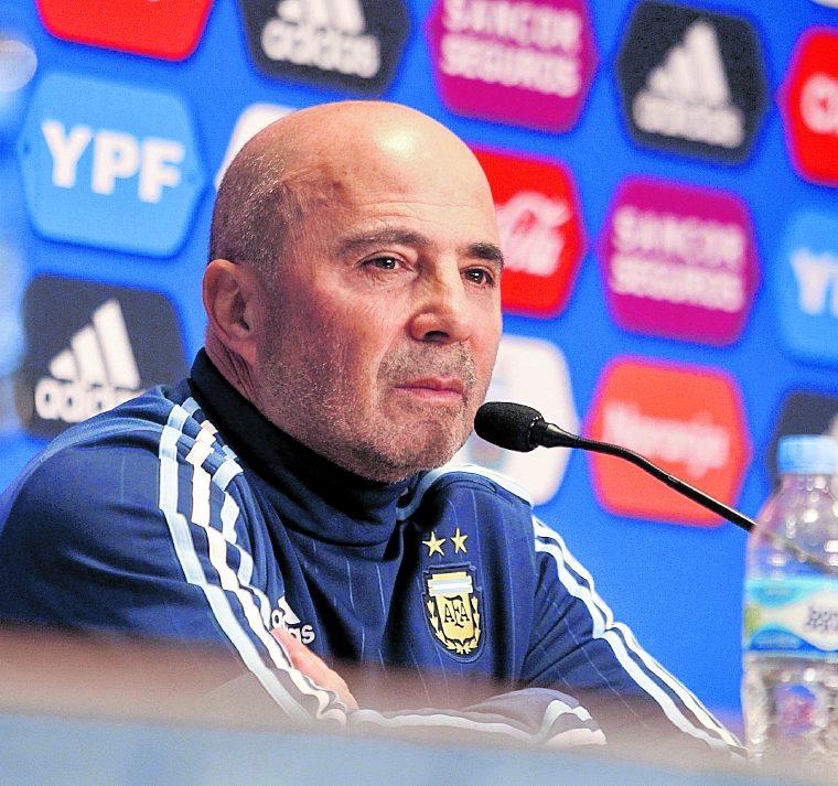 El técnico Sampaoli espera conformar el grupo que llevará a Rusia. (Foto Prensa Libre: EFE)