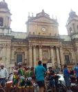 La etapa 2 sale de la zona 1. ¡Los ciclistas ya están listos! (Foto Prensa Libre: Norvin Mendoza)