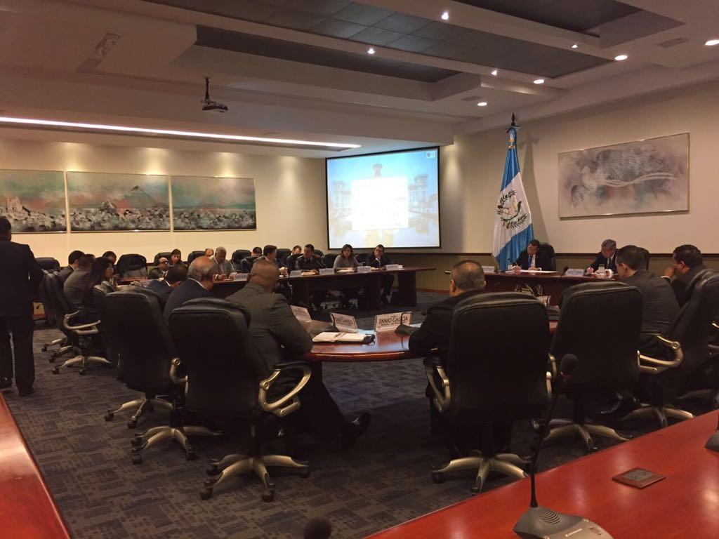 Jimmy Morales dirige Gabinete incluyendo a ministros que renunciaron