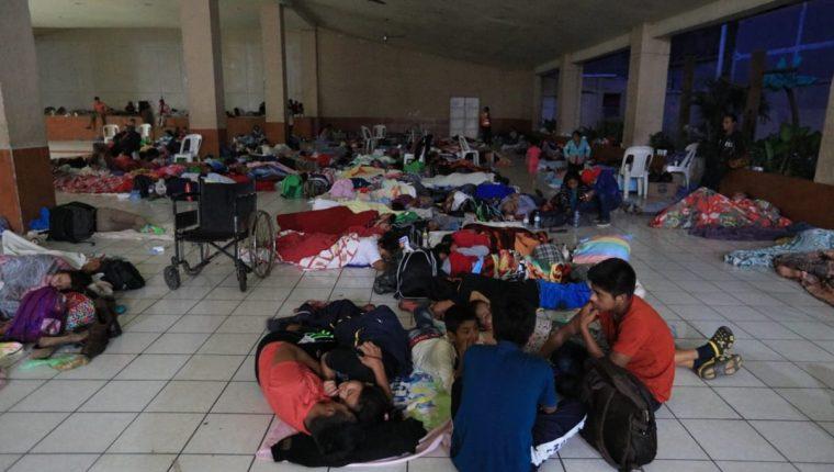 Diversas empresas e instituciones están funcionando como centros de acopio para ayudar a las personas que fueron trasladadas a los distintos albergues. (Foto Prensas Libre: Hemeroteca PL)
