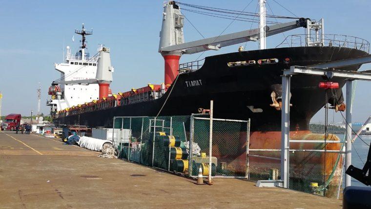 La embarcación fue interceptada a 300 millas náuticas. (Foto Prensa Libre: Enrique Paredes)