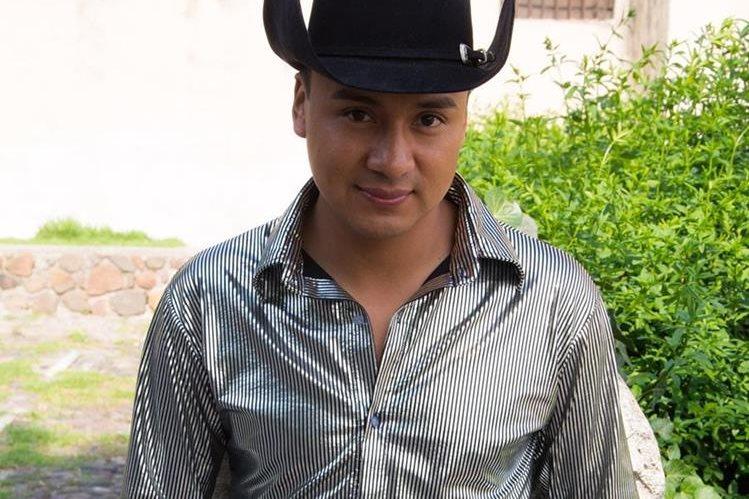 El guatemalteco Raúl Raymundo es un artista nacional que destaca en la música de banda sinaloense. (Foto Prensa Libre: Archivo)