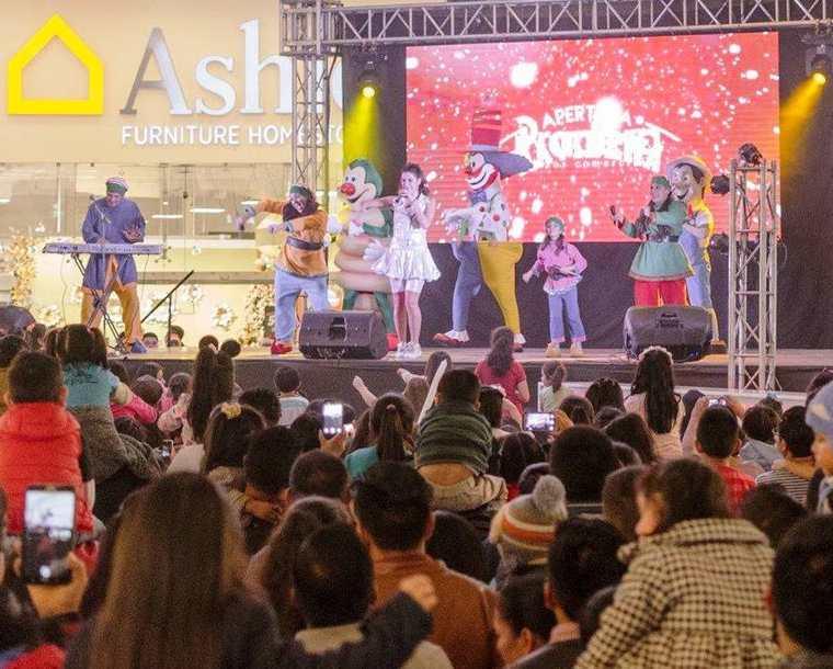 En Pradera Xela se presentó el show de Nancy de Chiquirrines Club, cientos de familias llegaron a ver el espectáculo. (Foto Prensa Libre: Cortesía Pradera Xela)