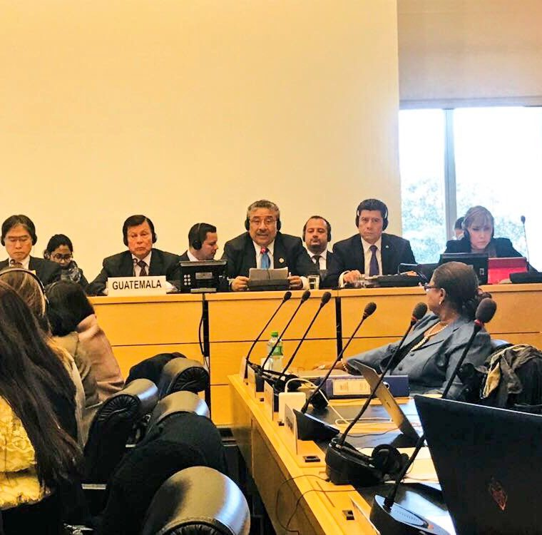 El presidente de la CSJ, José Antonio Pineda Barales, se dirige al panel de expertos de ONU en Ginebra. (Foto Prensa Libre: Hemeroteca PL)