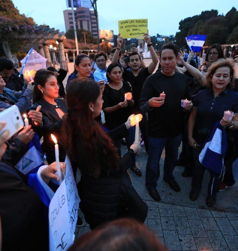 Protestas en la zona 10 capitalina contra el gobierno de Daniel Ortega. (Foto Prensa Libre: Carlos Hernández)