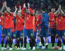 Los jugadores de la selección de España celebran al finalizar el partido contra Marruecos. (Foto Prensa Libre: AFP)