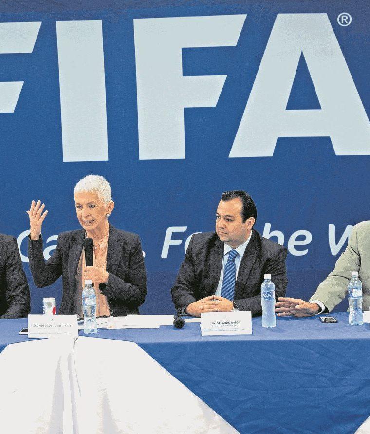 La comisión normalizadora de la Fedefut que encabezó Adela de Torrebiarte no informó a Fifa del partido frente a El Salvador. (Foto Prensa Libre: Hemerecoteca)