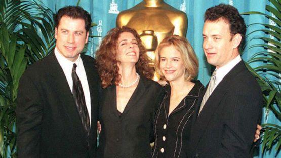 John Travolta y Tom Hanks posan junto a sus esposas Kelly Preston y Rita Wilson en 1995. GETTY IMAGES