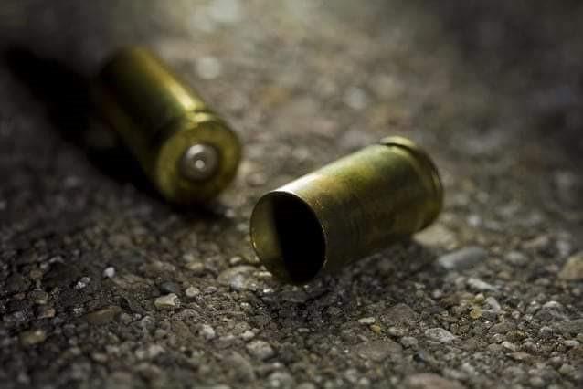 Parte de las evidencias halladas por las autoridades en el lugar donde atacaron a Edwin Gallegos, en Santa Lucía, Malacatán, San Marcos. (Foto Prensa Libre: Cortesía)