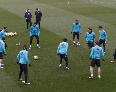 El Madrid se entrenó esta mañana bajo un ambiente alegre y positivo de cara al partido contra el Celta. (Foto Prensa Libre: EFE)