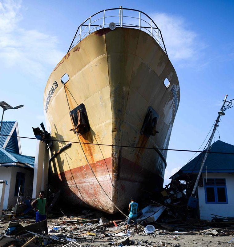 El pasado 28 de septiembre, un terremoto de magnitud 7.5 en la zona central de la isla de Célebes desencadenó un tsunami que dejó dos mil 81 muertos. (Foto Prensa Libre: Agencia AFP)