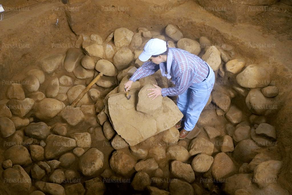 Arqueólogos descubren el ombligo o centro de Tak'alik Ab'aj