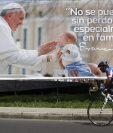 Una valla con la imagen del papa Francisco en Medellín, Colombia. (Foto Prensa Libre:EFE).