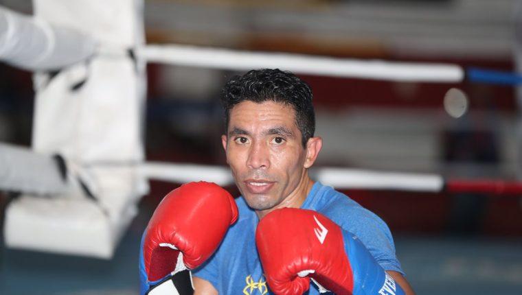 Eddie Valenzuela comenzó en el boxeo a los trece años y ahora se retira. (Foto Prensa Libre: Hemeroteca PL)