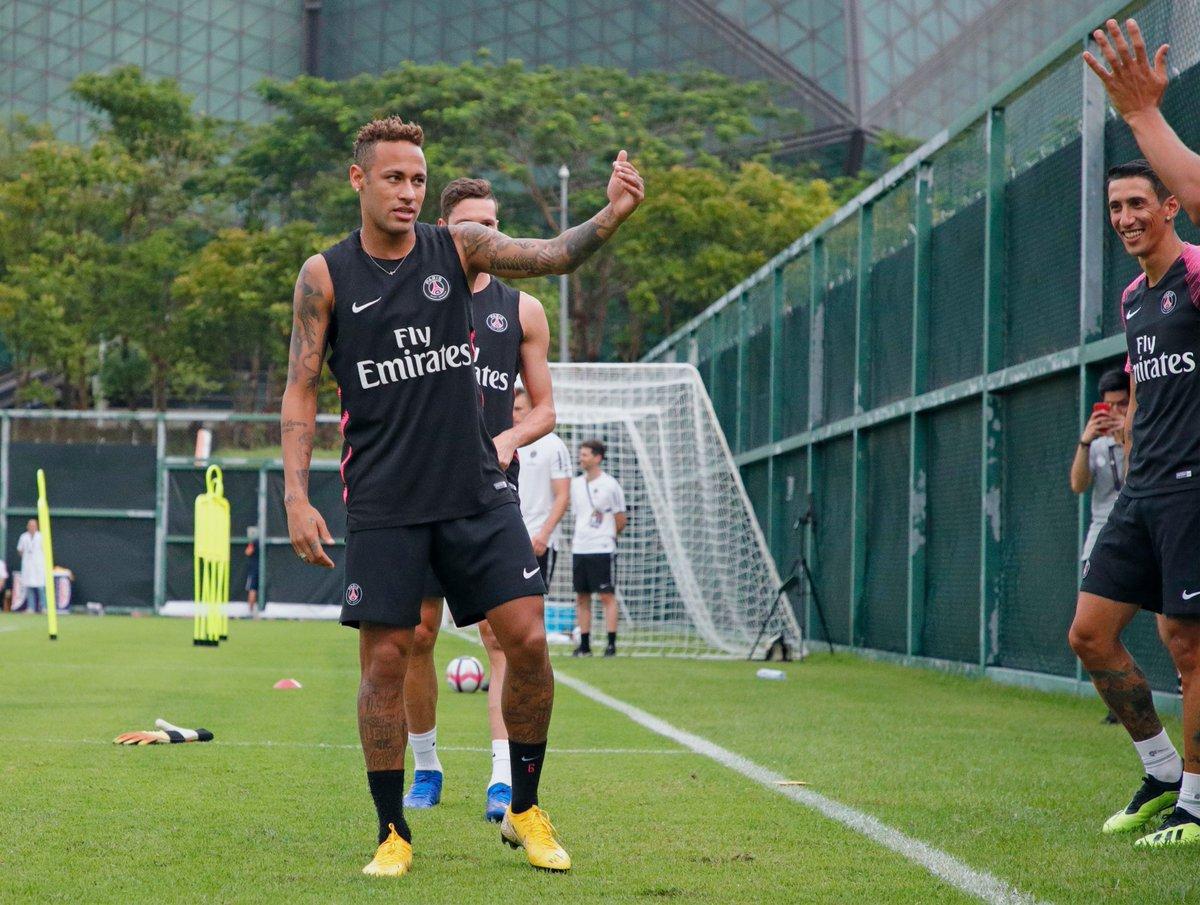 Neymar, durante la práctica del PSG, en China. (Foto Prensa Libre: Twitter @PSG_inside)