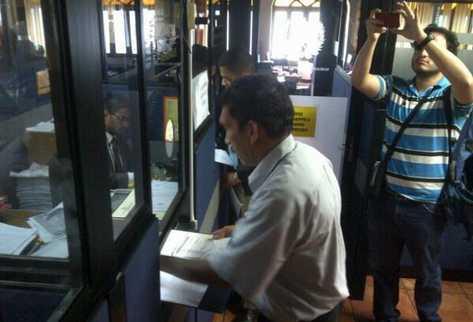 Trabajador del Ministerio Público presentó el recurso ante la Corte de Constitucionalidad. (Foto Prensa Libre: Byron Vásqeuz)