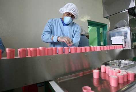 En el laboratorio Trinidad, en la zona 3, se elabora uno de los productos medicinales con más años de comercialización en las farmacias nacionales.