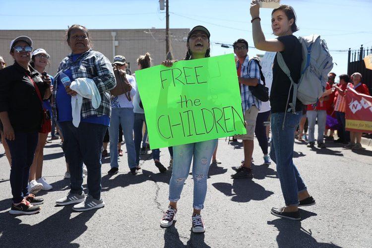 Las imágenes del interior de los centros de detención en Texas han motivado que las personas pidan que se deje libre a los niños detenidos en las fronteras.