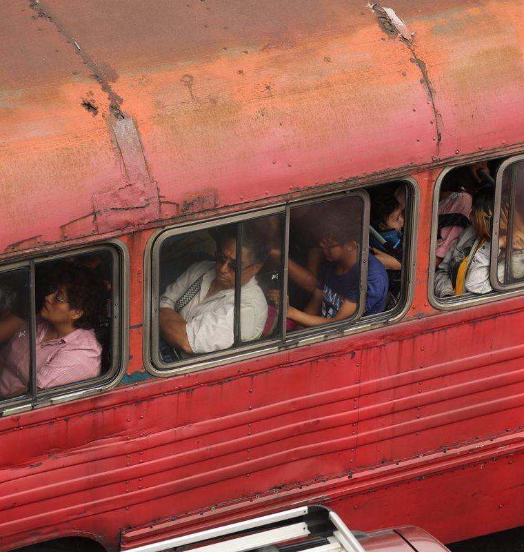 Unidad de transporte urbano luce en mal estado. (Foto Prensa Libre: Érick Ávila)