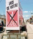 Propaganda del  partido líder, en un automotor que circula por calles  de Salamá, Baja Verapaz.