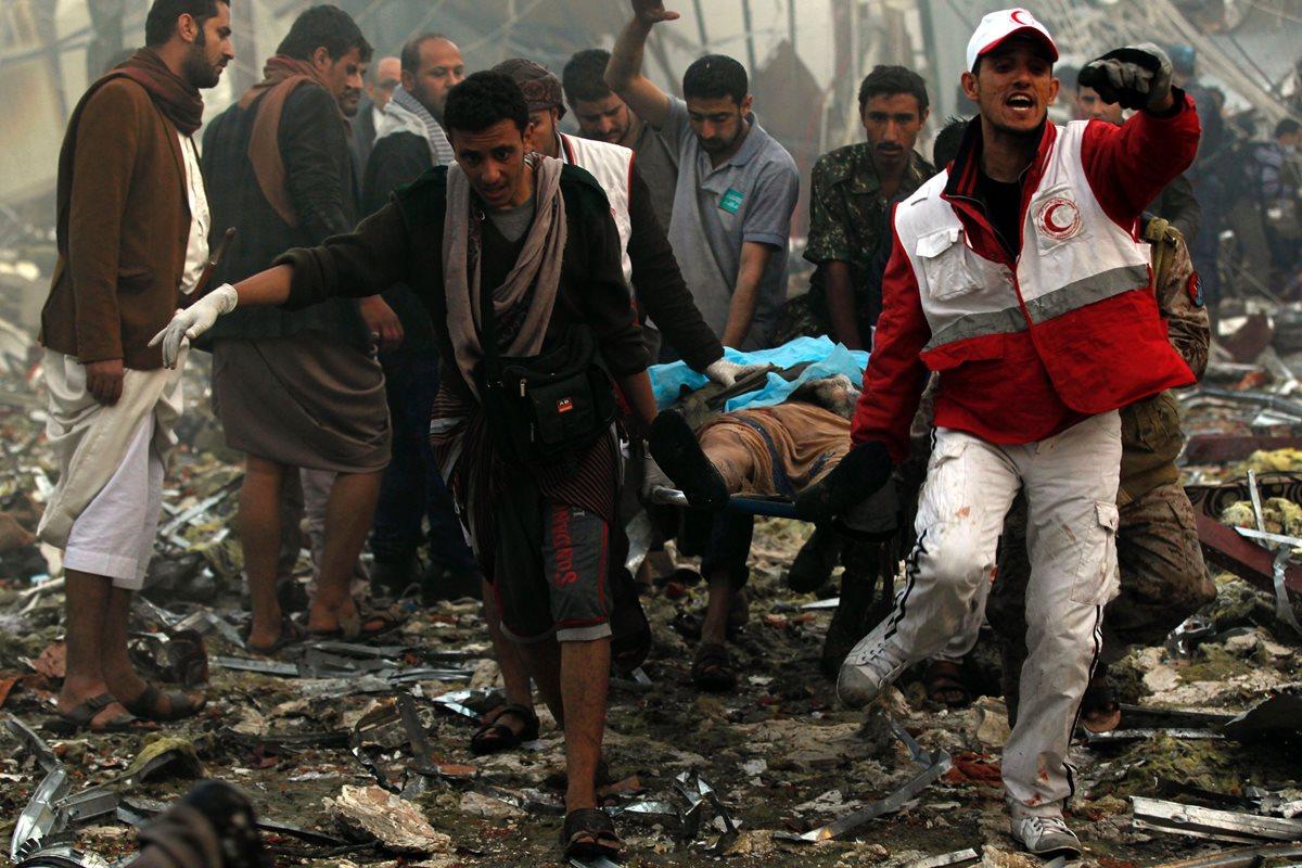 Al menos 140 muertos tras bombardeo en Yemen