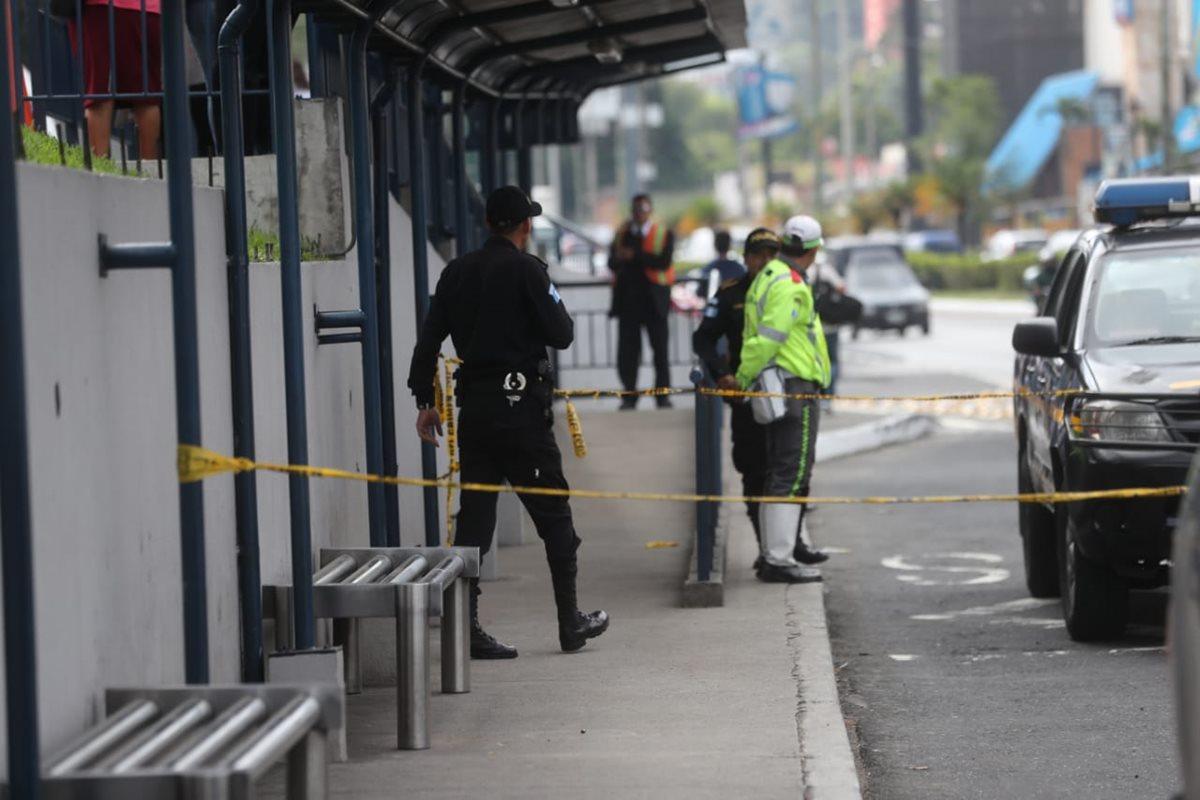 El peatón Angelo José Ángel Caballeros, de 21 años, fue herido en el bulevar Los Próceres, zona 10. (Foto Prensa Libre: PMT)
