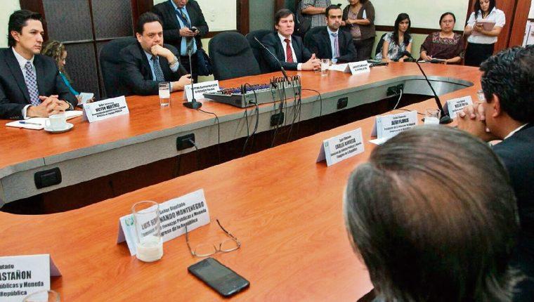 Comisión de Finanzas acordó ayer efectuar otros cambios al dictamen.(Foto Prensa Libre: Álvaro Interiano)