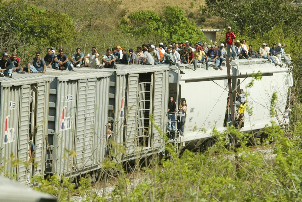 El tren que va de las localidades Arriaga a Ixtepec, México, sigue siendo utilizado por redes de coyotaje transnacional para llevar migrantes. (Foto Prensa Libre: Hemeroteca PL)