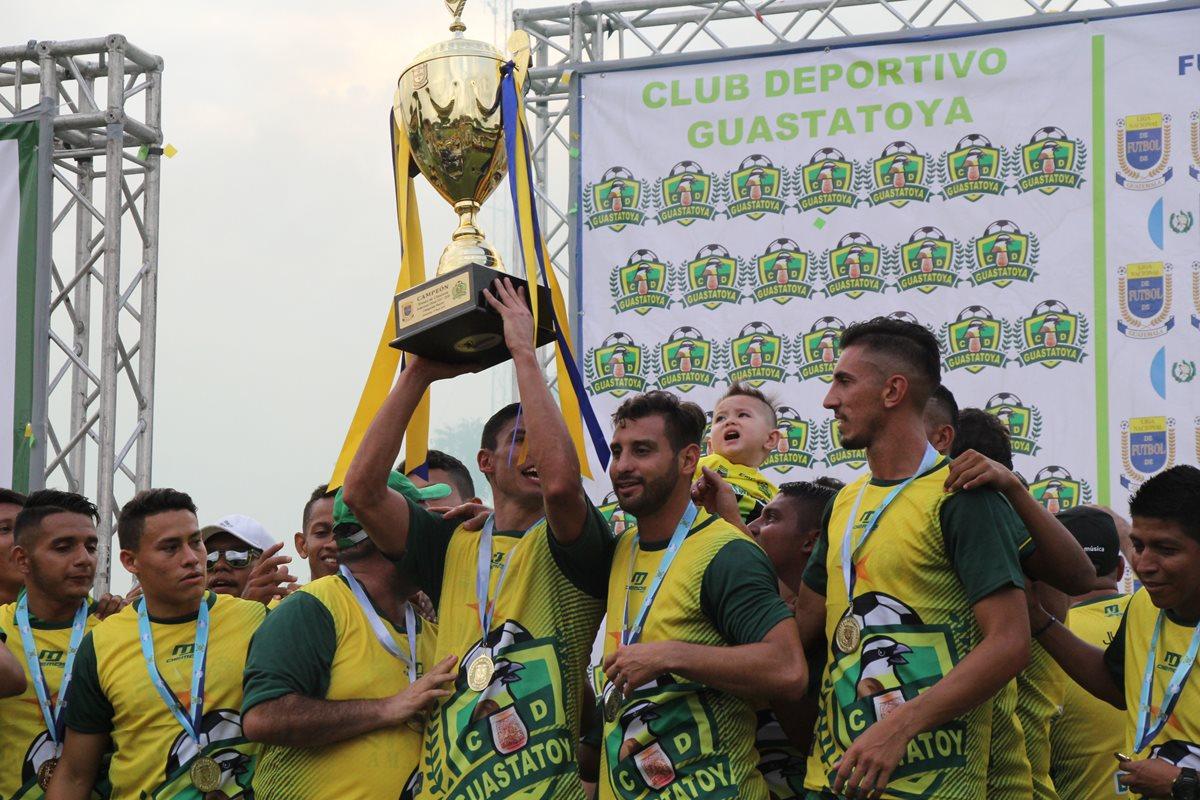Carlos Gallardo, el defensa de seis títulos