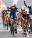 El belga Jonas Van Genechten (derecha) se impuso en el sprint final. (Foto Prensa Libre: AFP)