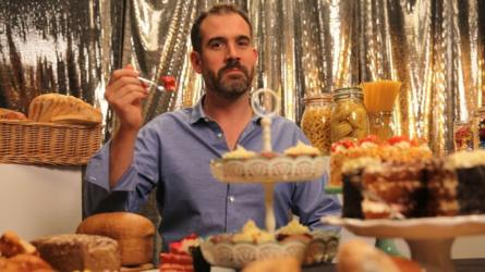 """""""No todos los carbohidratos fueron creados igual"""", dice el doctor Xand van Tulleken en el programa de la BBC """"La Verdad sobre los Carbohidratos"""". BBC/LION TELEVISION/JOE TAYLOR"""