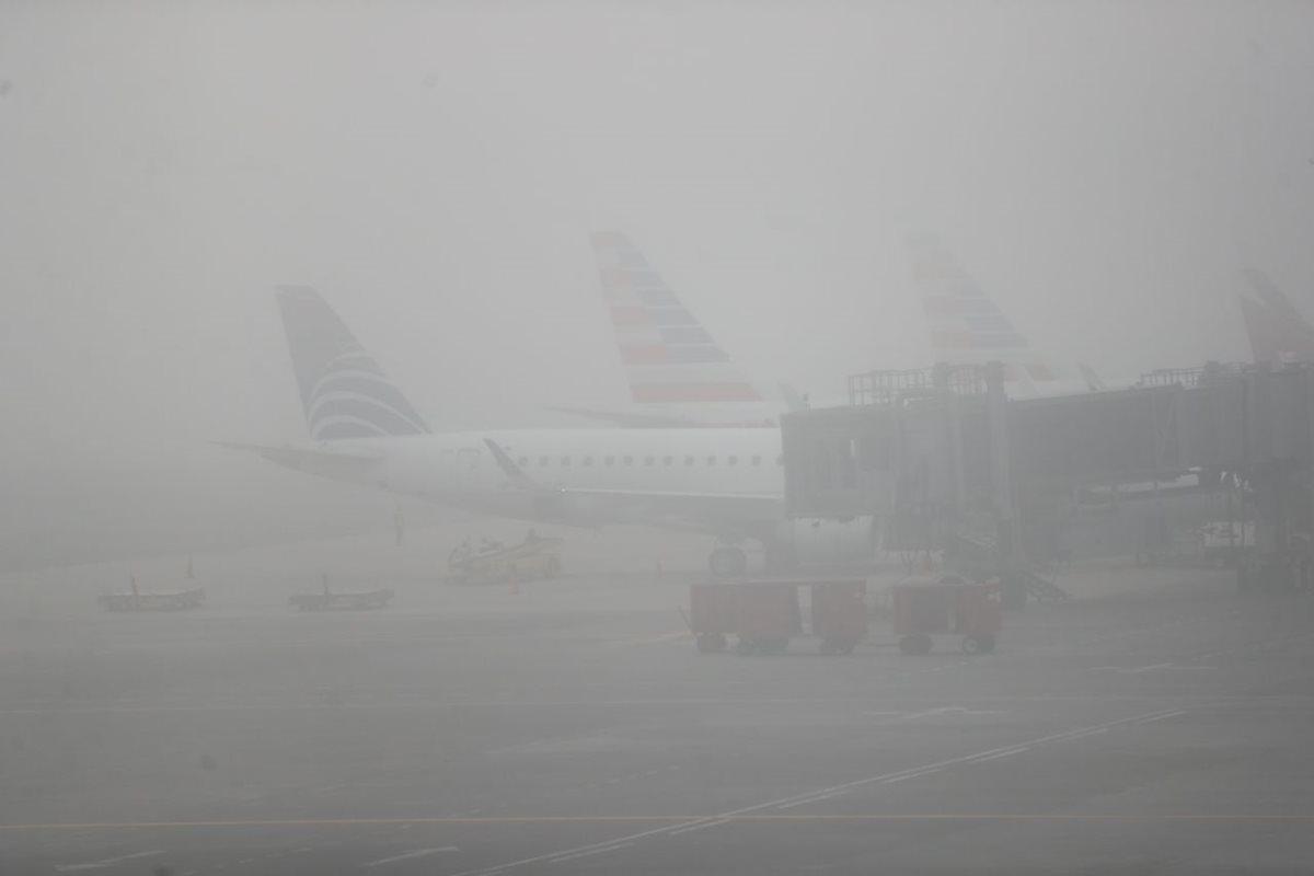 Niebla afecta el área metropolitana y retrasa varios vuelos en el Aeropuerto Internacional La Aurora. (Foto Prensa Libre: Alberto Cardona)