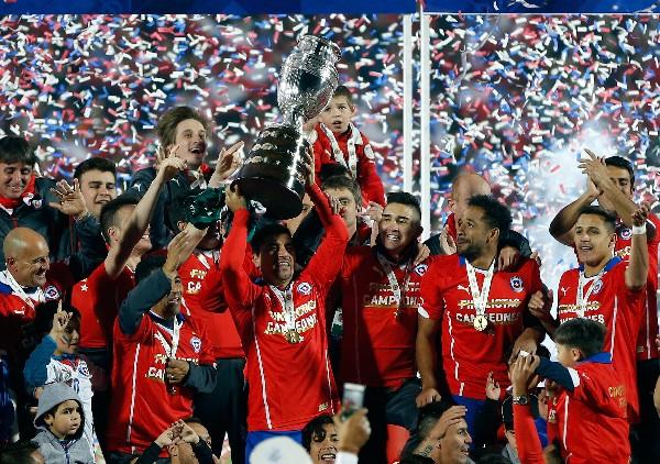 Chile festeja su primera Copa América. (Foto Prensa Libre: AP)