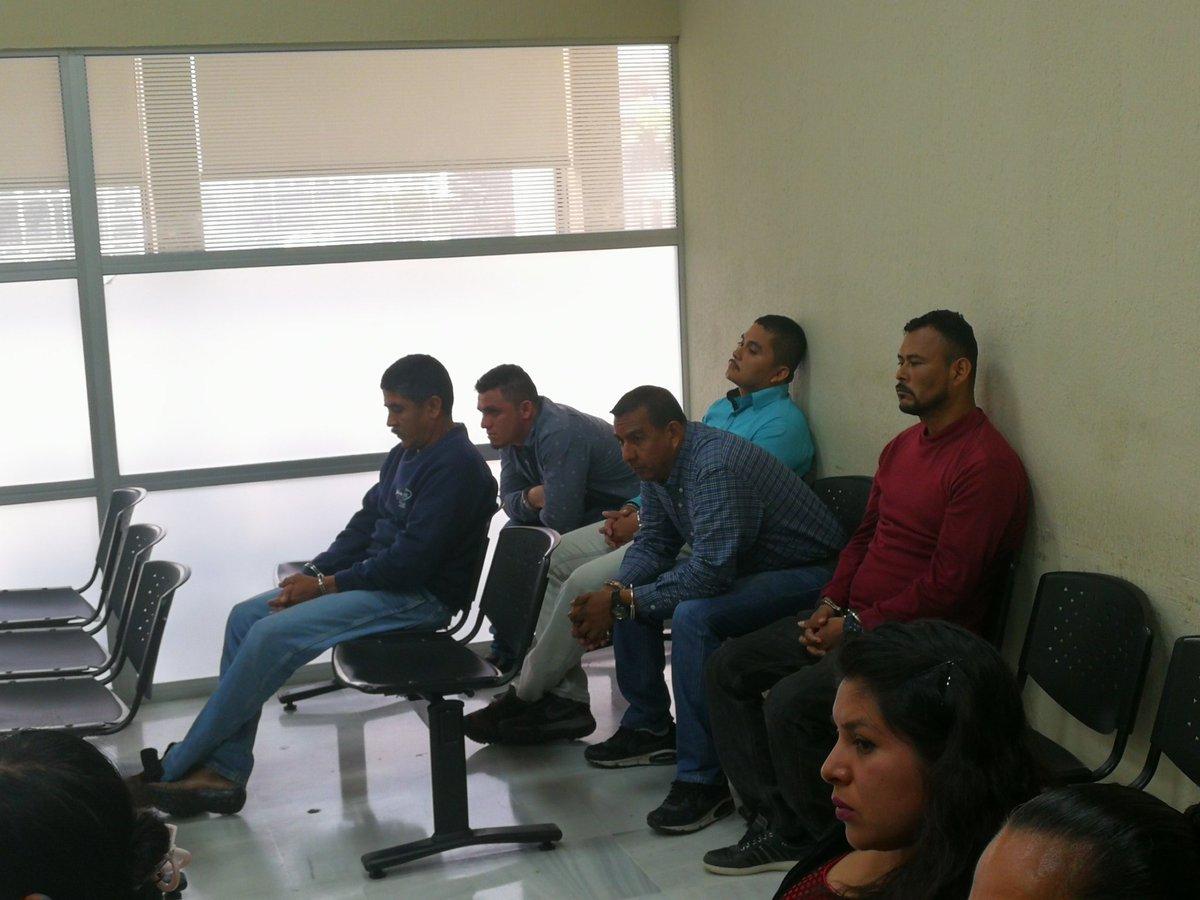 Cinco hombres enfrentan un debate por el crimen contra el concejal de Las Cruces, Petén, Ervin Rolando Sánchez Andrade. (Foto Prensa Libre: Kenneth Monzón)