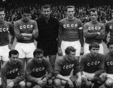 La selección soviética liderada por el portero Lev Yashin en 1966. GETTY IMAGES