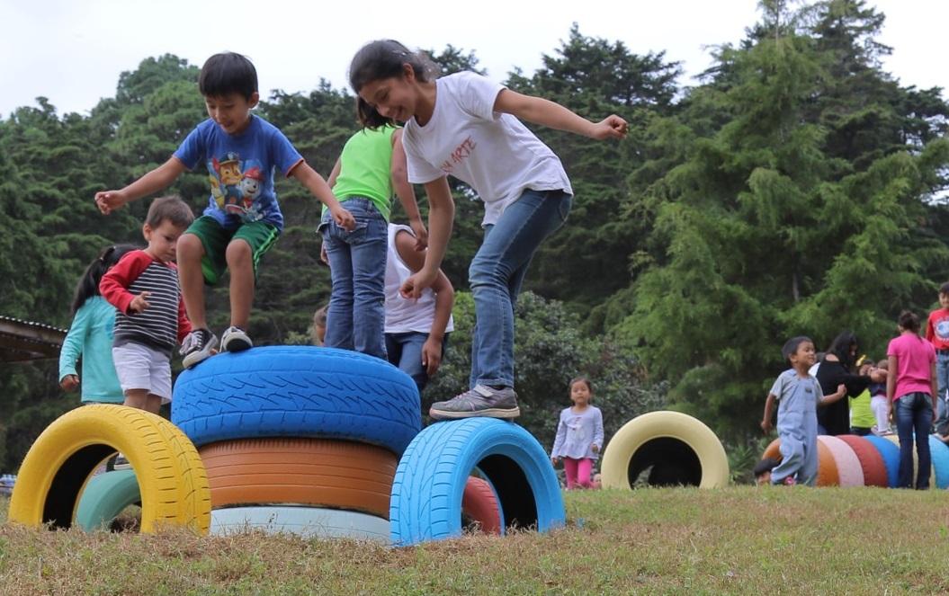 Elaboran Juegos Infantiles De La Casa Bernabe Con Llantas Recicladas