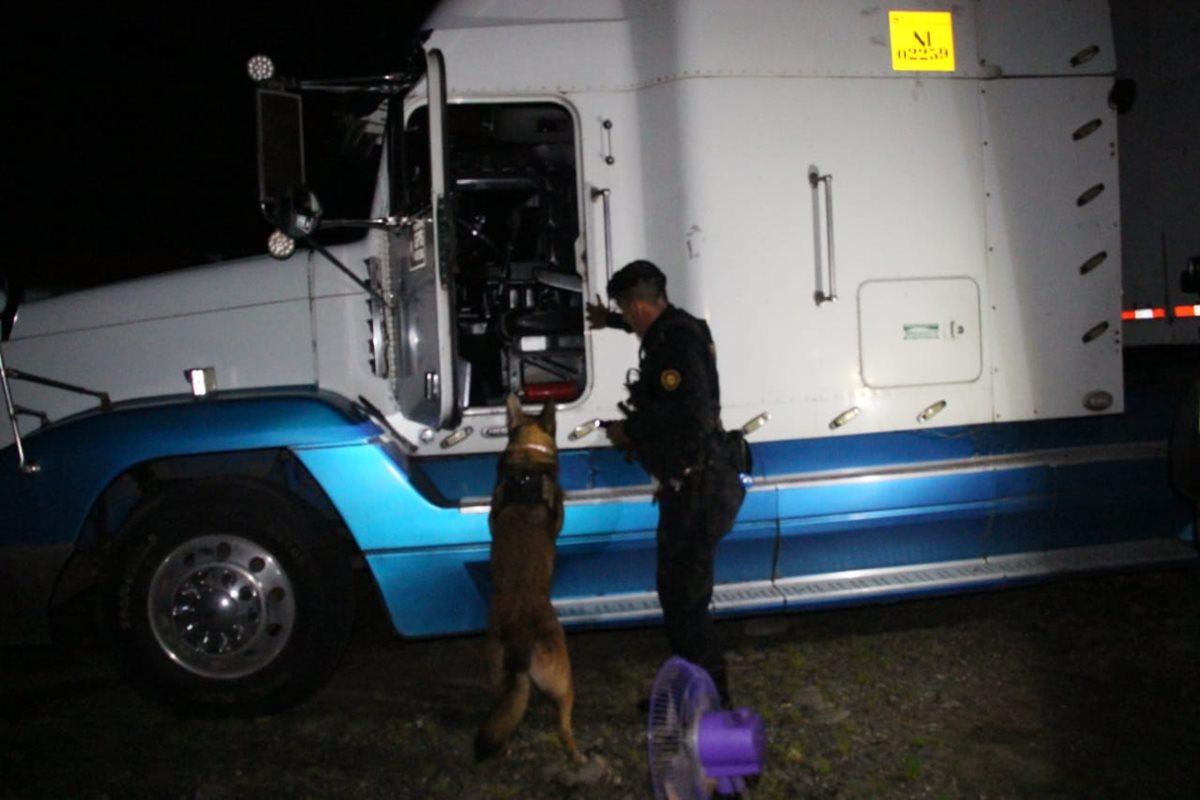 La incautación de droga sucedió en Chiquimulilla, Santa Rosa. (Foto Prensa Libre: PNC)